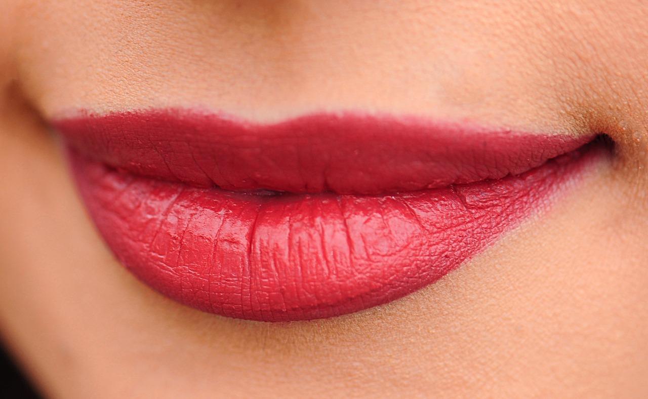 Astuces pour assortir le rouge à lèvres à ses vêtements