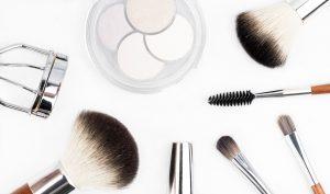 Le fond de teint contre l'acné agit comme un protecteur pour la peau endommagée