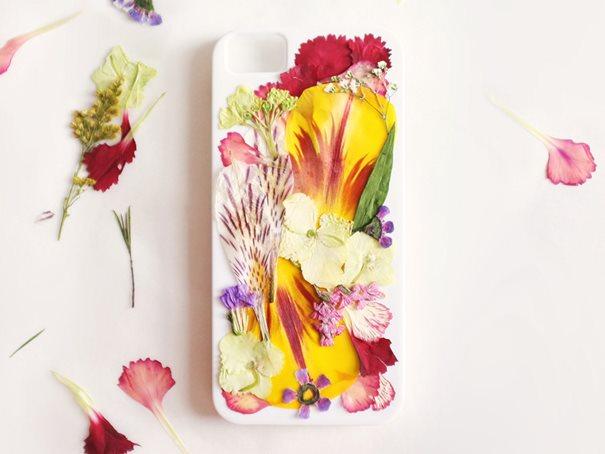 Embellir votre coque iPhone avec des fleurs séchées